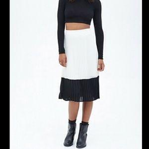 Forever 21 White and Black Midi Skirt